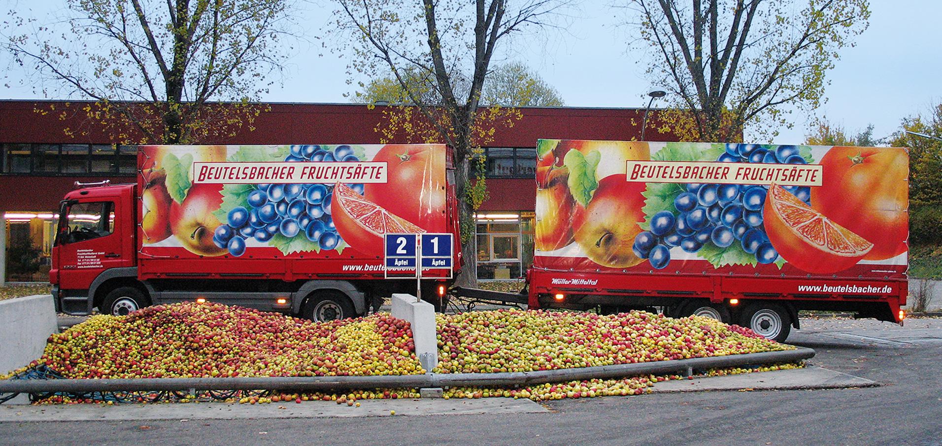 Beutelsbacher LKW steht vor dem Obstsilo