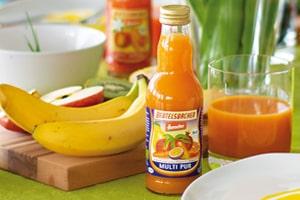 Multi Pur Saft 0,2l Flasche Banane Apfel auf Frühtücksbrett